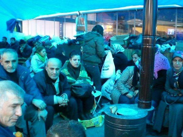 TEKEL İŞÇİLERİ OTURMA EYLEMİNDEN GÖRÜNTÜLER 23-24/01/2010