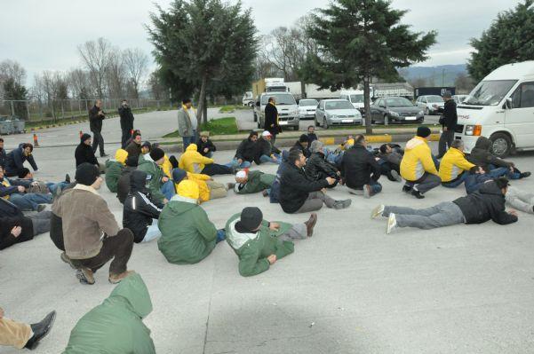Bat işyerinden atılan 120 işçi arkadaşların eylem görüntüleri.13.04.2011