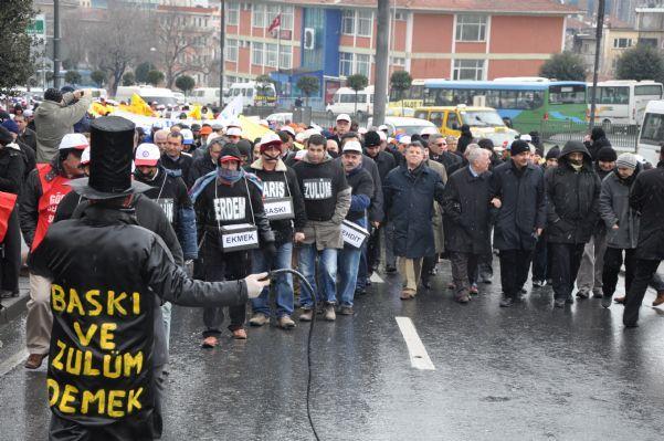 BELEDİYE-İŞ'E YÖNELİK BASKILAR PROTESTO EDİLDİ!