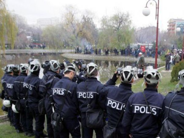 İŞÇİYE SU DÖKEN POLİSE TEŞEKKÜR!