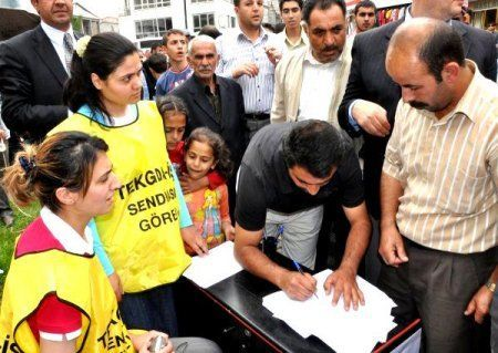 TEKGIDA-İŞ SENDİKASI'NDAN İMZA KAMPANYASI-BİTLİS